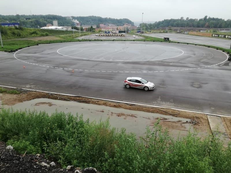Форд Фокус на автодроме